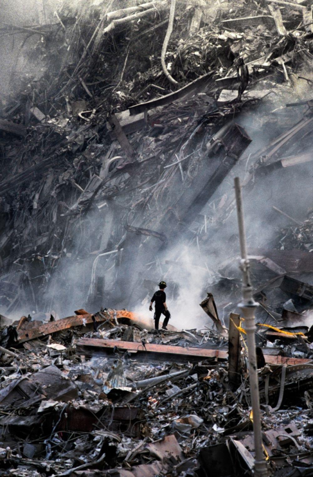 steve-mccurry-11-septembre-policier-alone