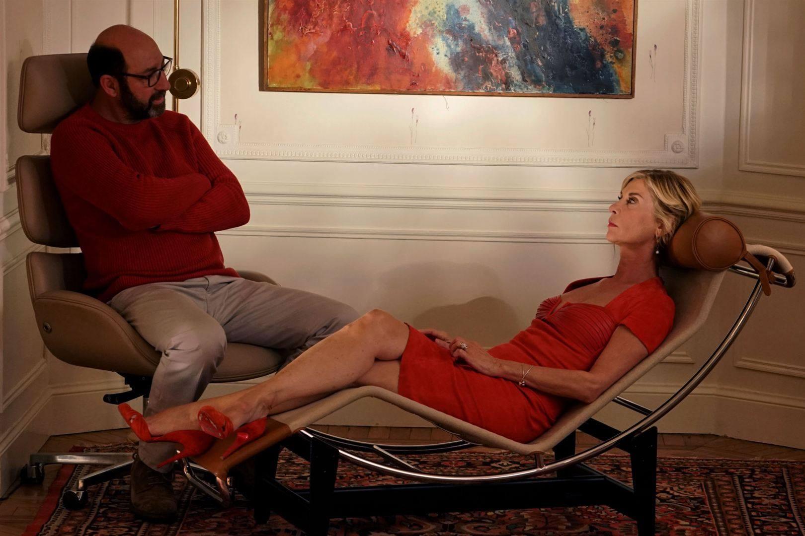 Sous le soleil de plomb d'un Noël en mini-jupe, Laroque & co redonnent sa  légèreté à Nice mais ce n'est guère brillant – Branchés Culture