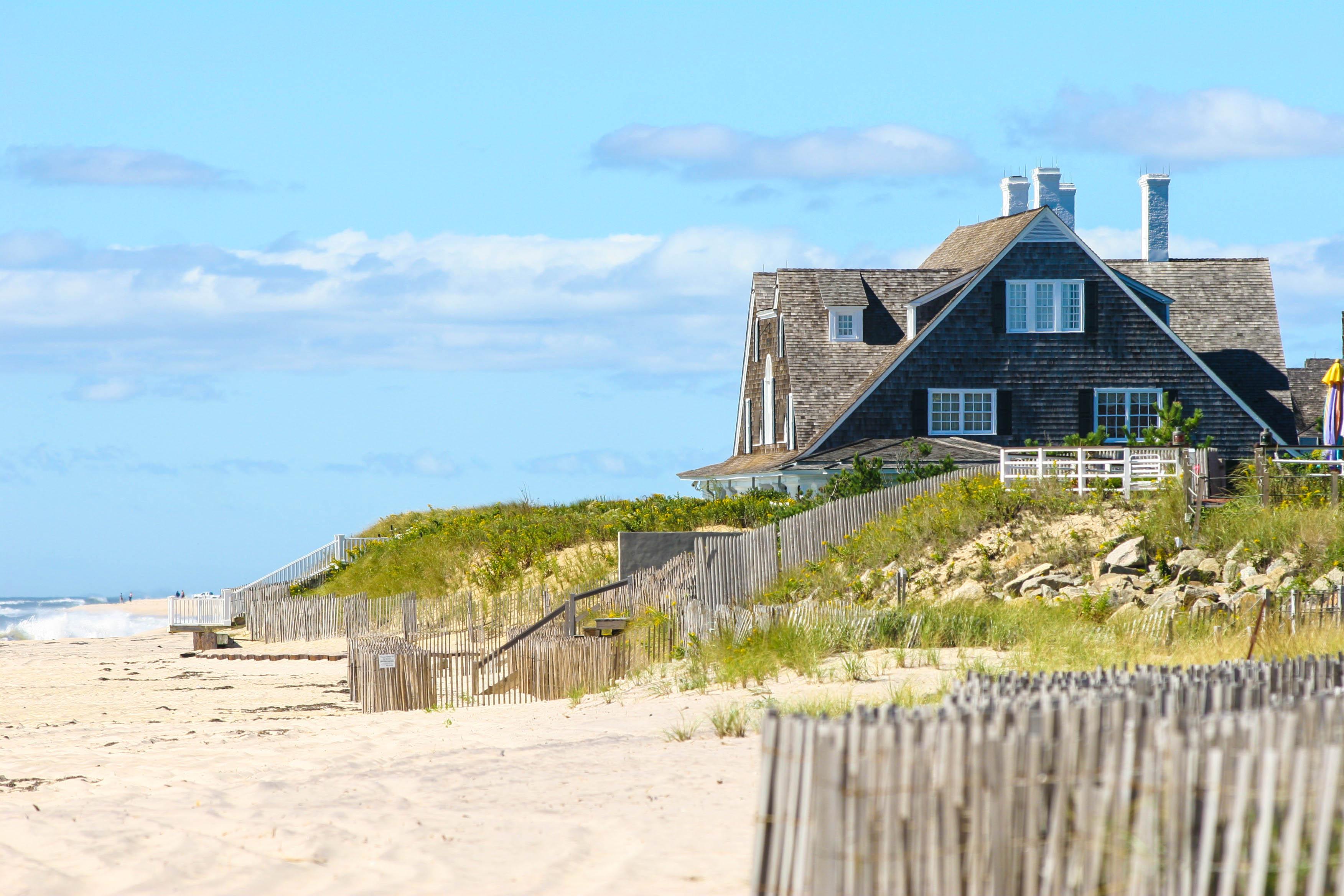 hamptons-beach-house-shutterstock_680665-2.jpg