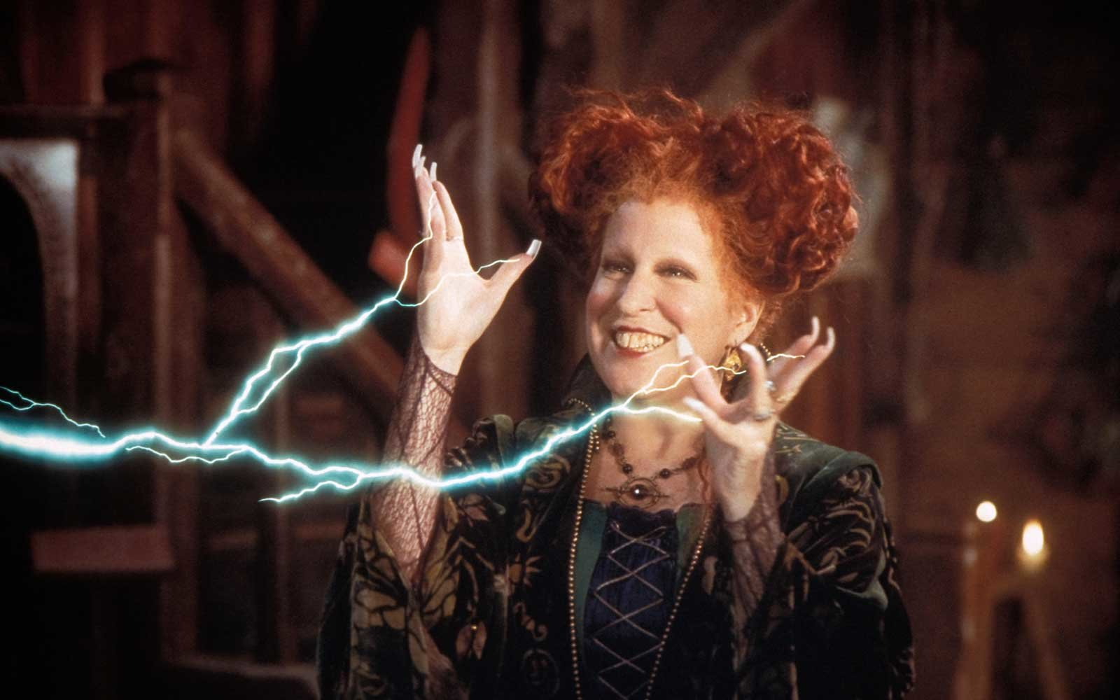 Film still / publicity still from Hocus Pocus Bette Midler © 1993 Walt Disney Pictures File Reference # 31371275THA For Editorial Use Only All Rights Reserved