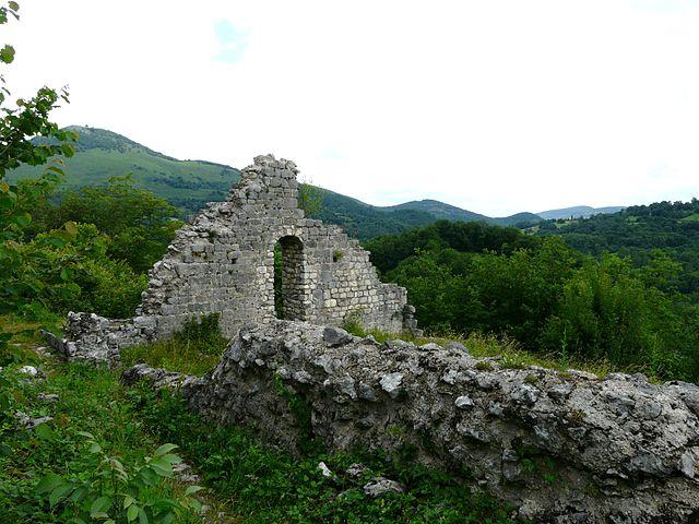 640px-Bramevaque_château_comtes_Comminges_(2)